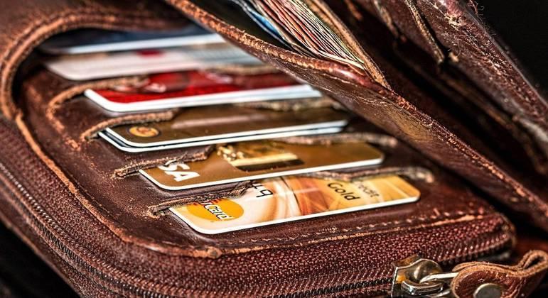 Brasileiros mantêm em média 3,6 contas bancárias, aponta pesquisa