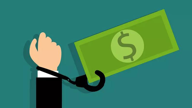 Inadimplência cai, mas o valor médio da dívida aumenta, diz Serasa