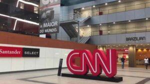 CNN global demite três funcionários sem vacina contra Covid-19 e adia retorno de toda a equipe
