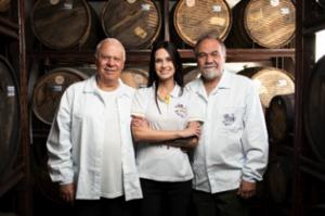 Duas gerações da família- os irmãos José Carlos e Marcelo, ladeando a sobrinha Luciana Lamas