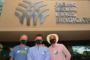 Da esq p/ dir. – Renato Laguardia (1º Vice-Presidente de Finanças), Antônio de Salvo (Presidente) e Weber Andrade (1º Vice-Presidente Secretário)
